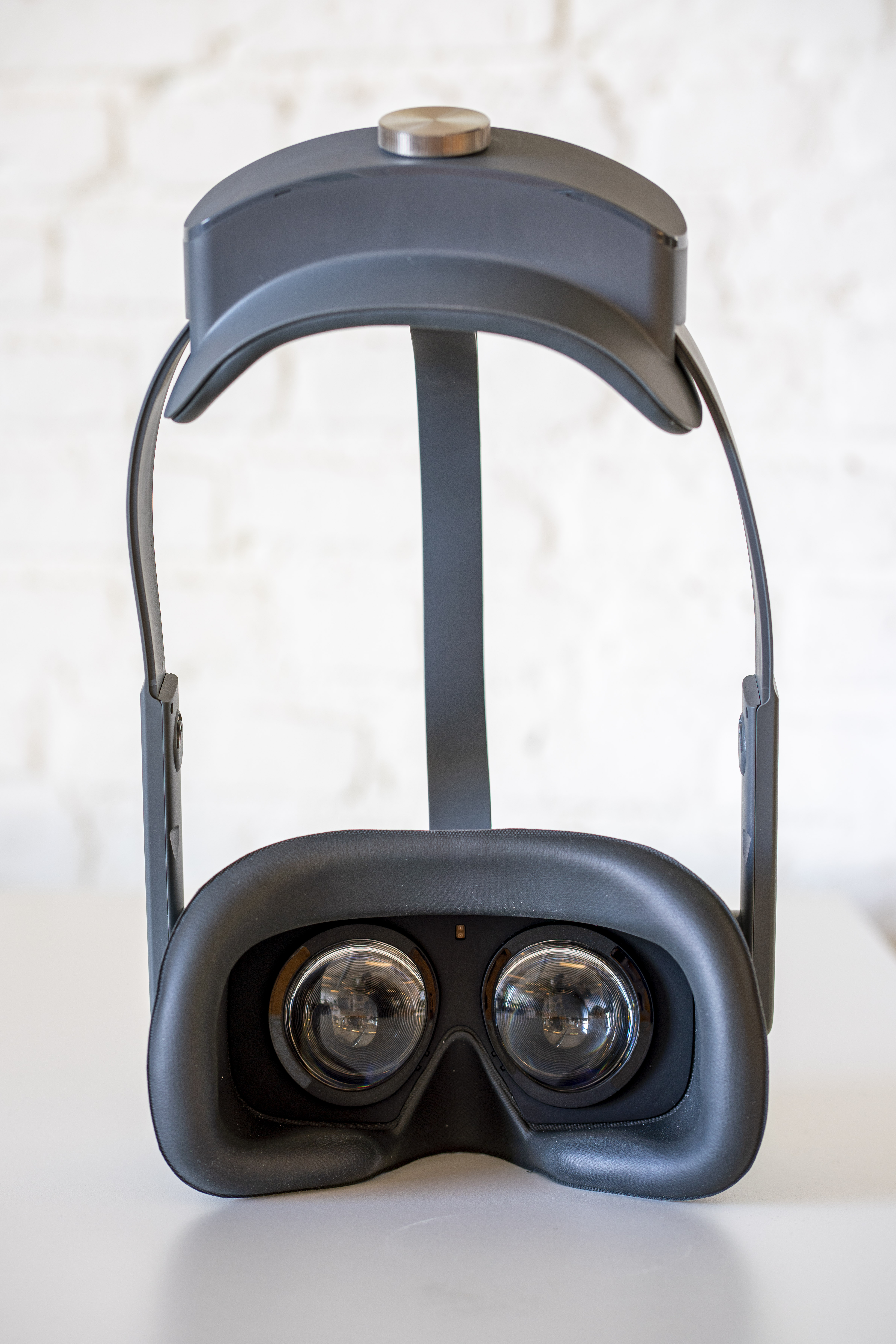 pico-review-oculus-quest-business-vr-headset-eyetracking-3